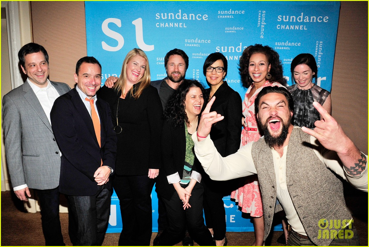 jason momoa photobombs red road cast at tca panel 04