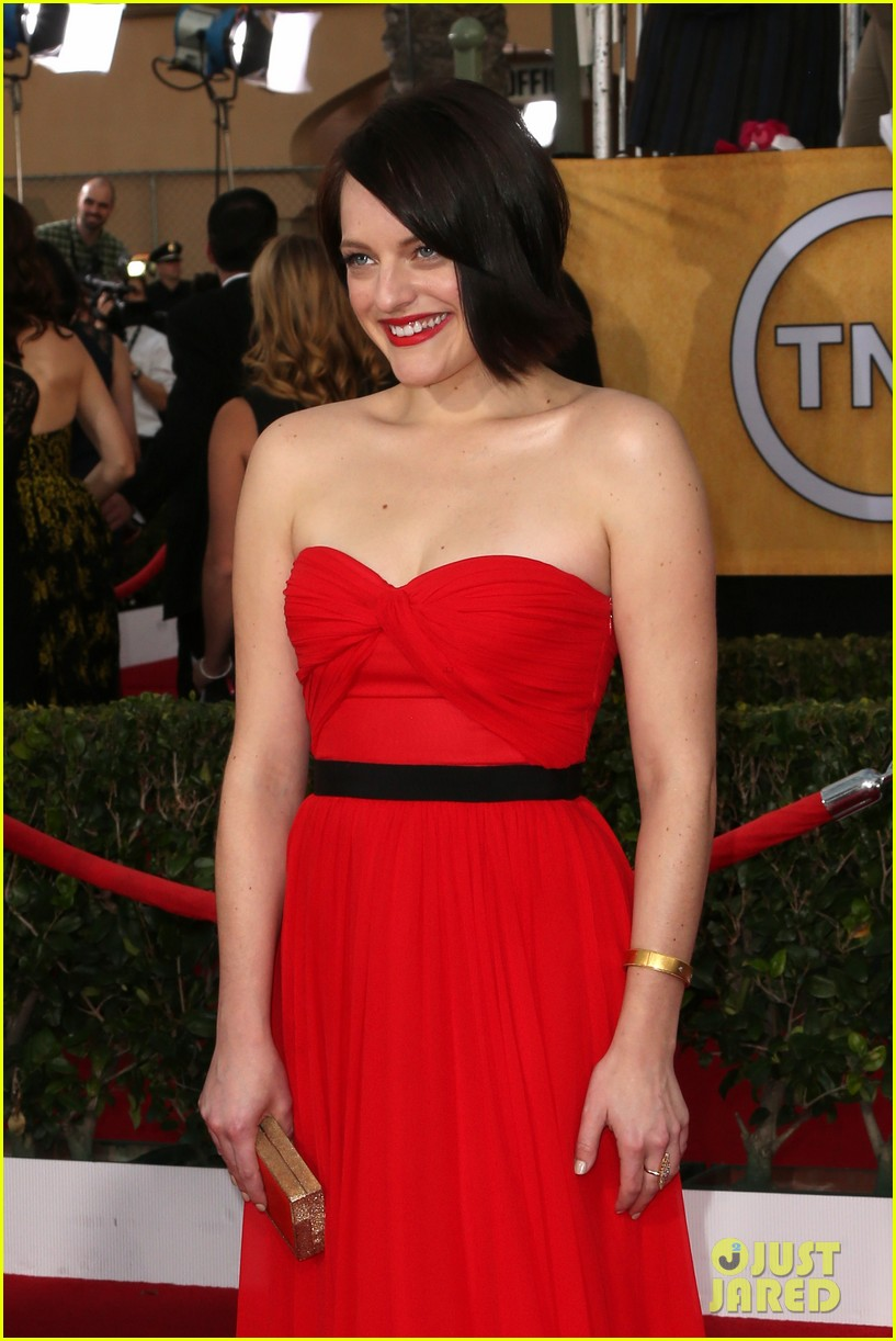 elisabeth moss sag awards 2014 red carpet 03