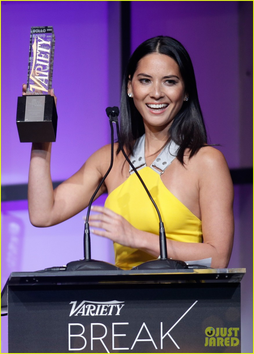 olivia munn presented variety award by aaron sorkin 02