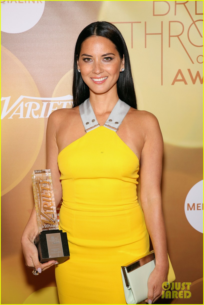 olivia munn presented variety award by aaron sorkin 093026763