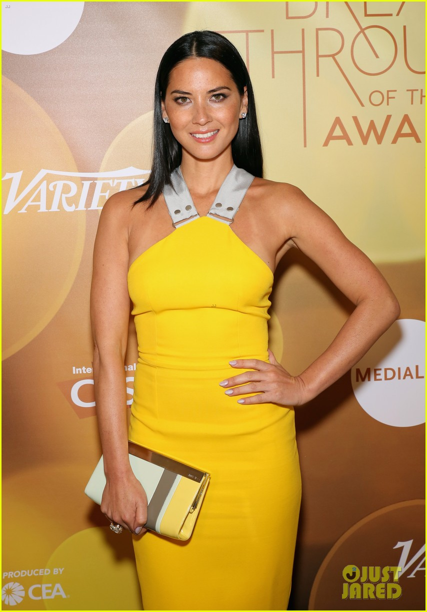 olivia munn presented variety award by aaron sorkin 113026765