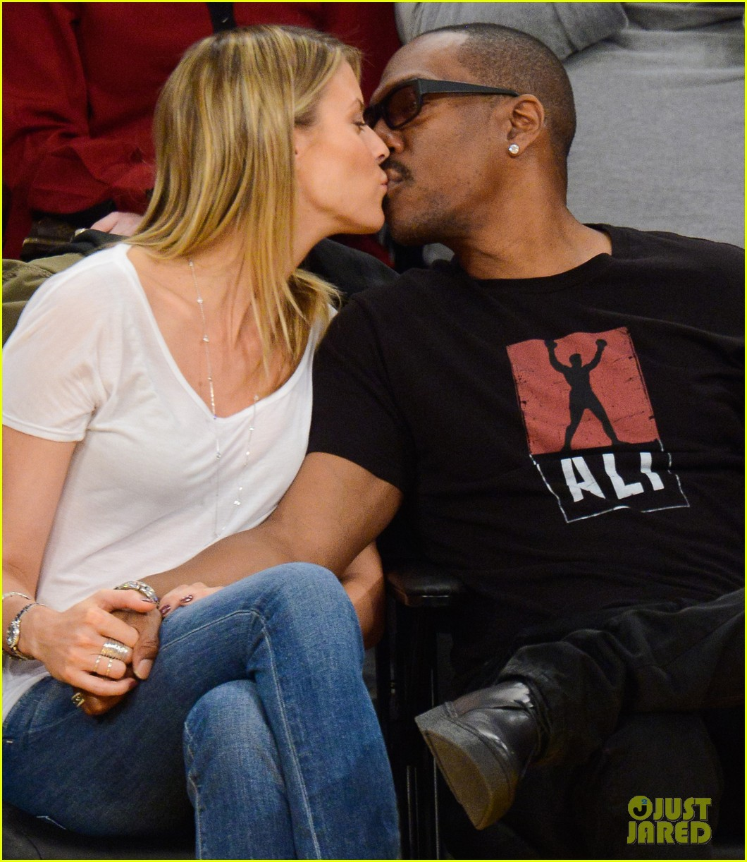 eddie murphy paige butcher lakers game kiss 05