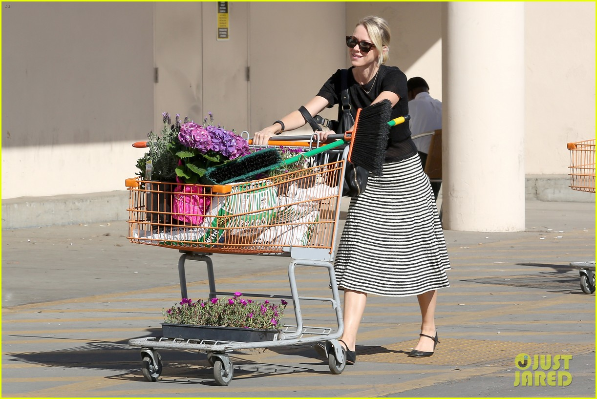 naomi watts landscaping lady in culver city 11