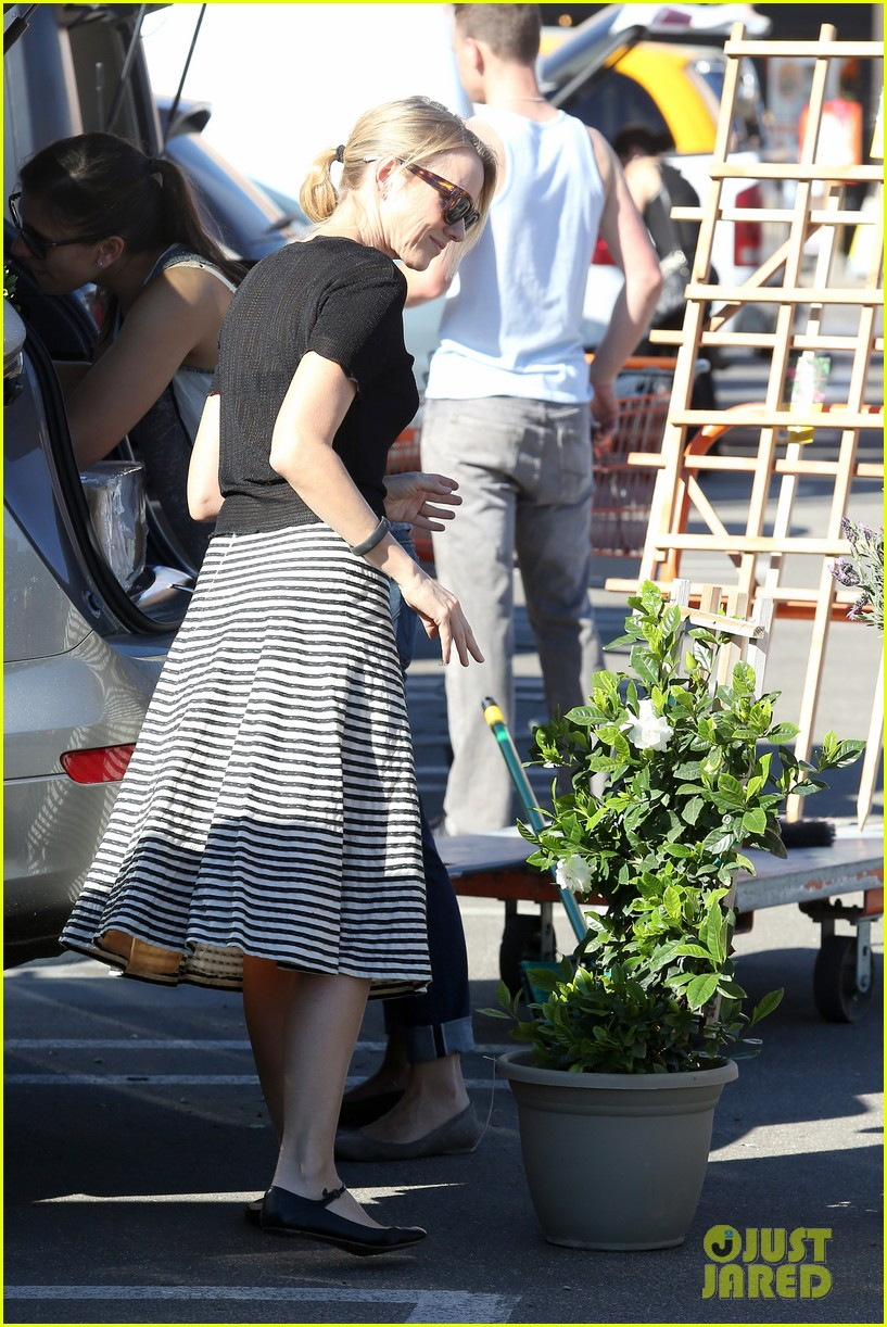 naomi watts landscaping lady in culver city 163035624