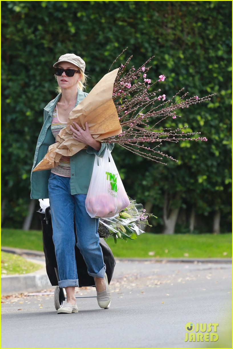 naomi watts landscaping lady in culver city 32