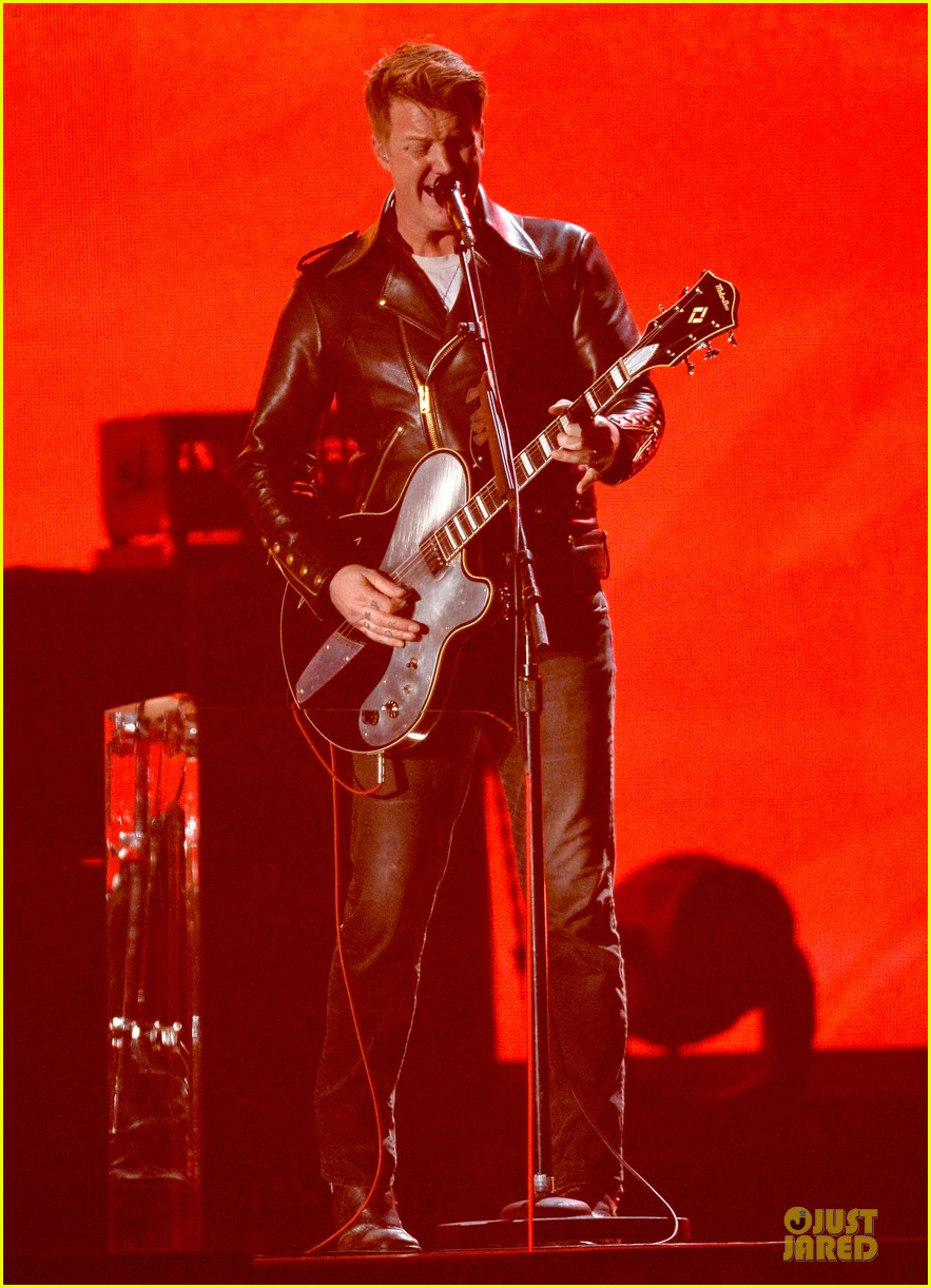 nine inch nails queens of stone age perform at grammys 2014 video 01