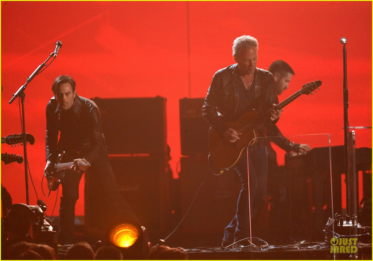 nine inch nails queens of stone age perform at grammys 2014 video 14
