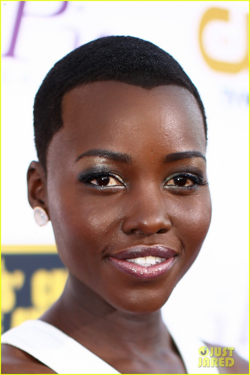 lupita nyongo critics choice movie awards 2014 red carpet 023033003