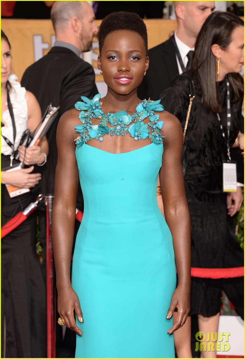 lupita nyongo wins best supporting actress at sag awards 2014 023034687