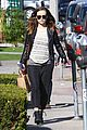 olivia wilde baby bumpin beauty salon 01