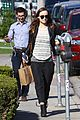 olivia wilde baby bumpin beauty salon 09