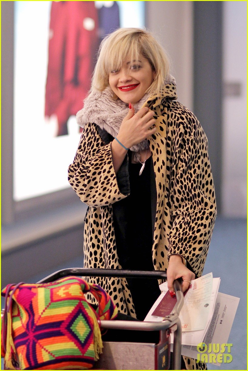 rita ora flies to vanouver to begin fifty shades of grey 013031853