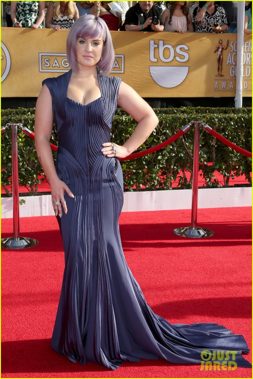 kelly osbourne giuliana rancic sag awards 2014 red carpet 01