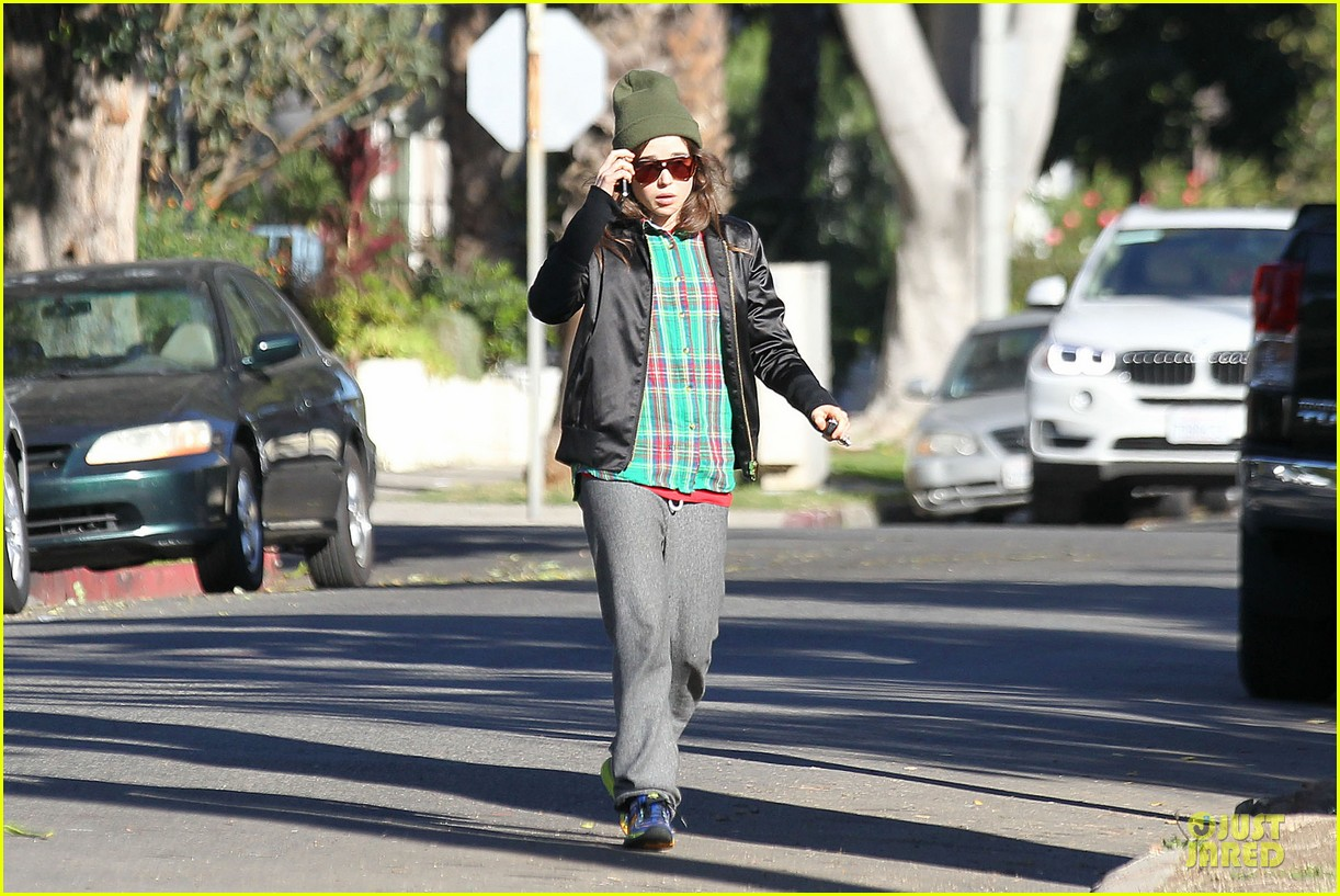 ellen page car fixing gal after gym workout 113024027