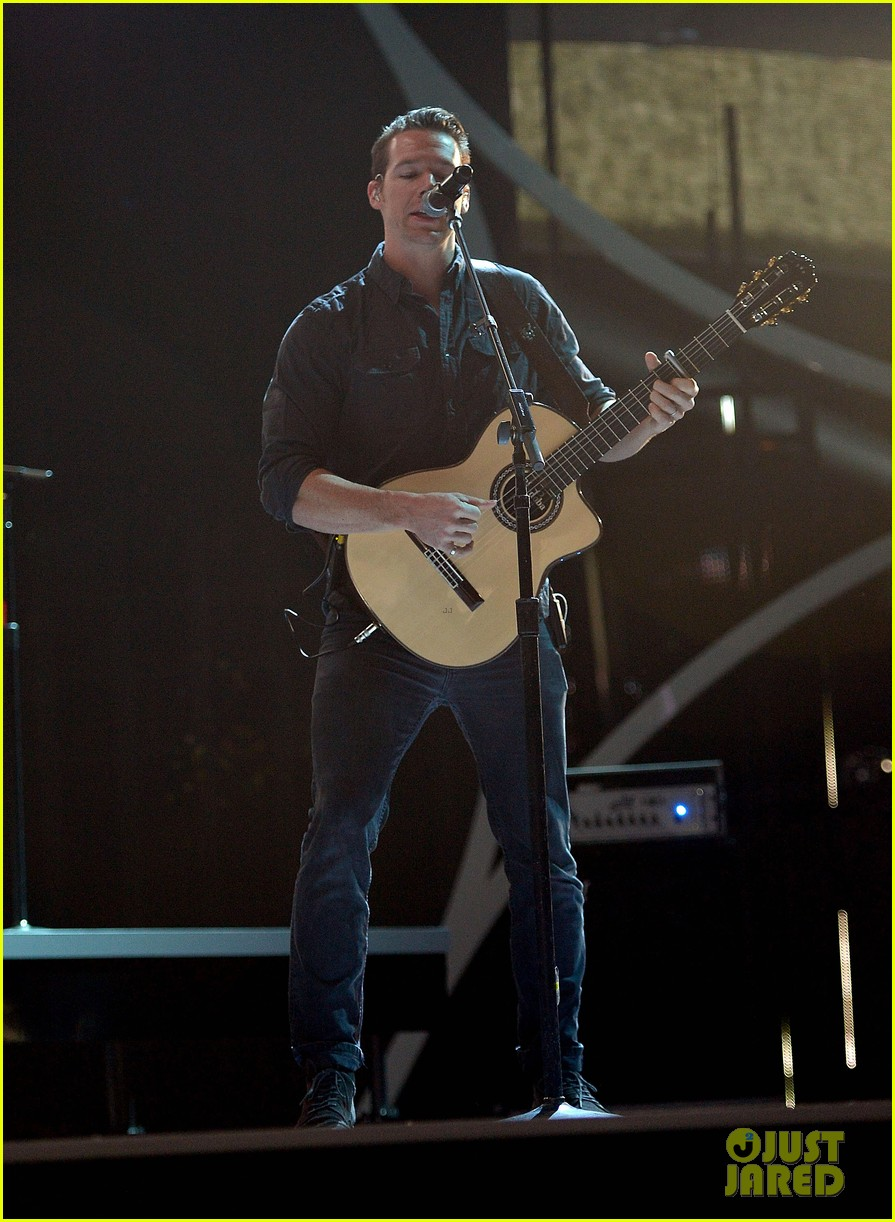 brad paisley onerepublic peoples choice awards 2014 rehearsals 103025429