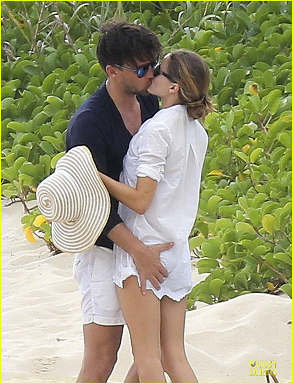 olivia palermo johannes huebl kissing after engagement 04