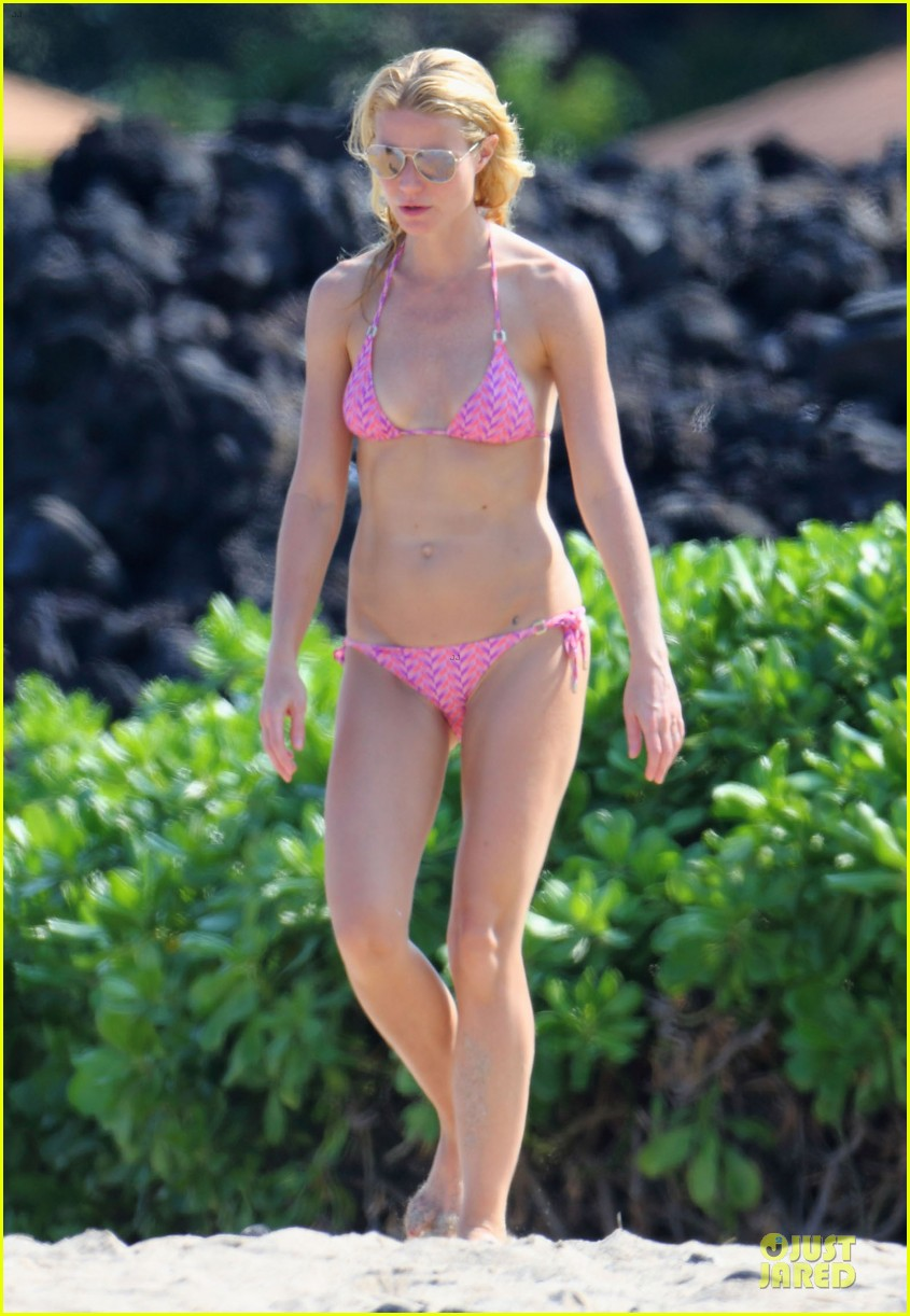 gwyneth paltrow pink bikini mama with shirtless chris martin 013022454