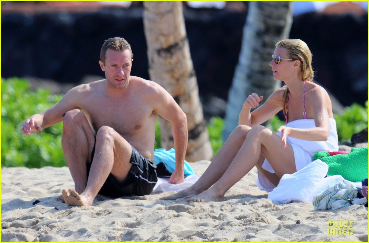 gwyneth paltrow pink bikini mama with shirtless chris martin 04