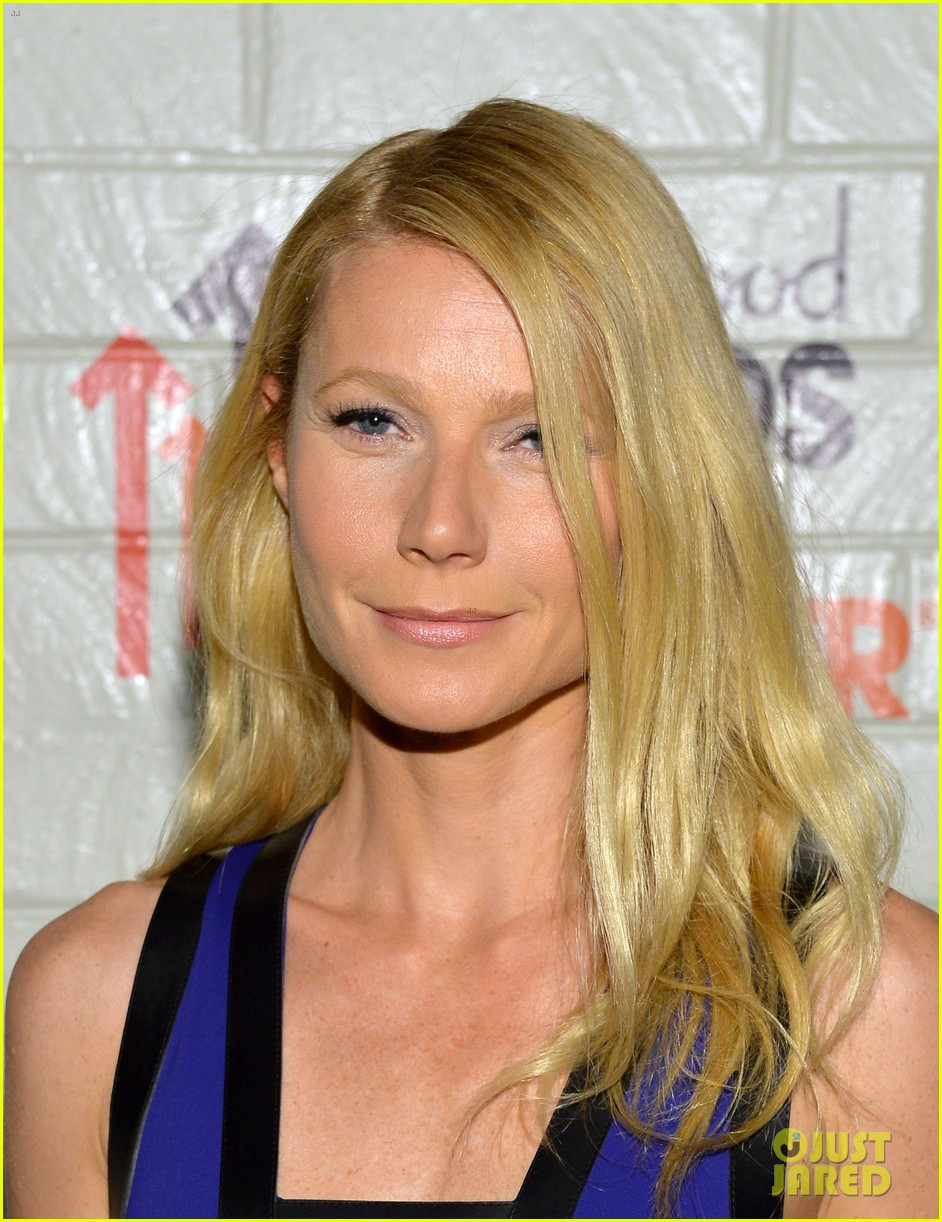 gwyneth paltrow rocks cut out dress to stand up to cancer 04