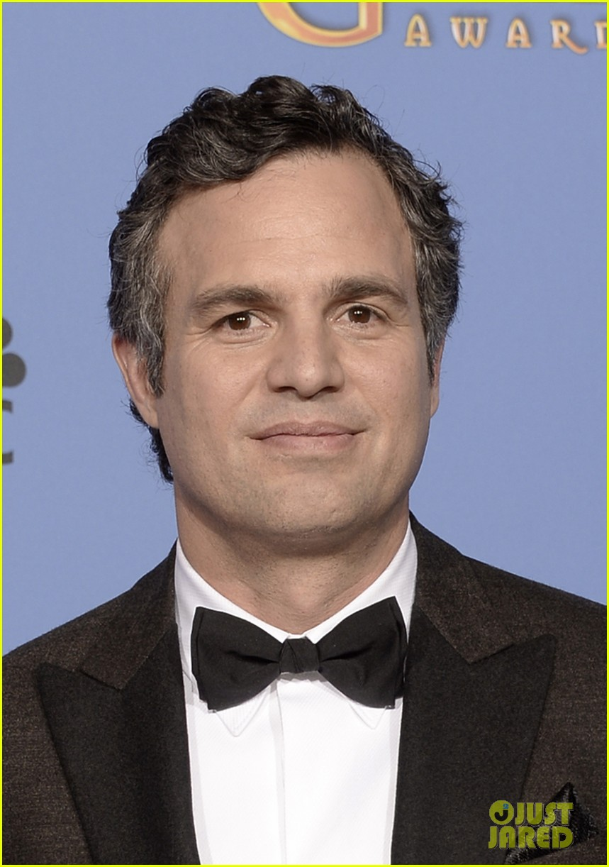 jim parsons mark ruffalo golden globes 2014 red carpet 05