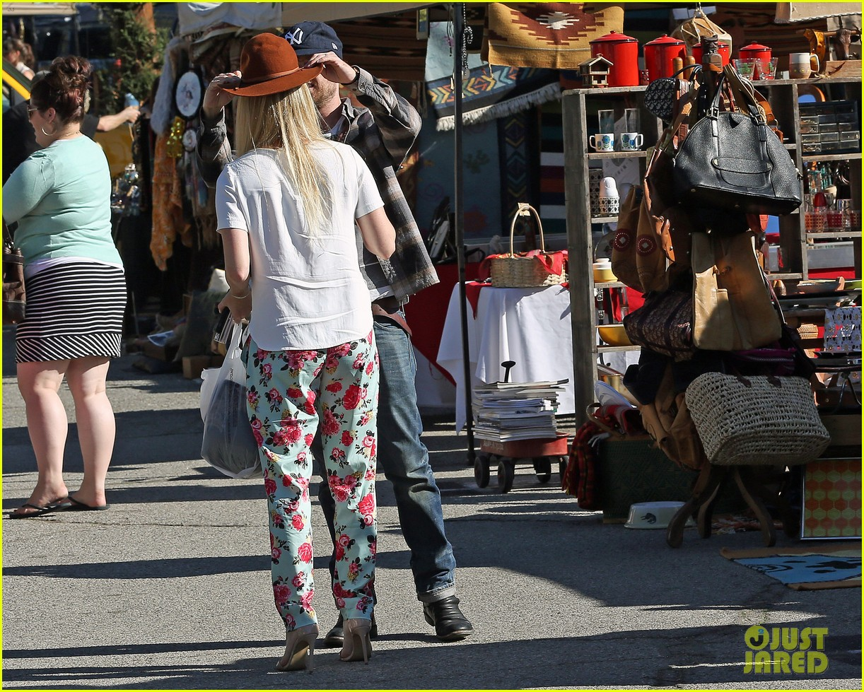 aaron paul wife lauren kiss cuddle at the flea market 103023805