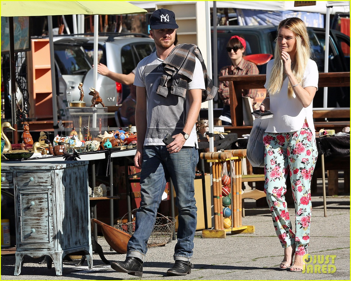 aaron paul wife lauren kiss cuddle at the flea market 13