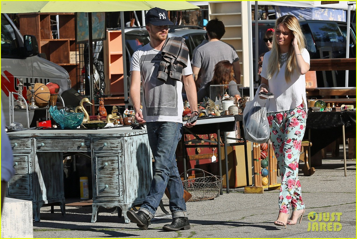 aaron paul wife lauren kiss cuddle at the flea market 143023809