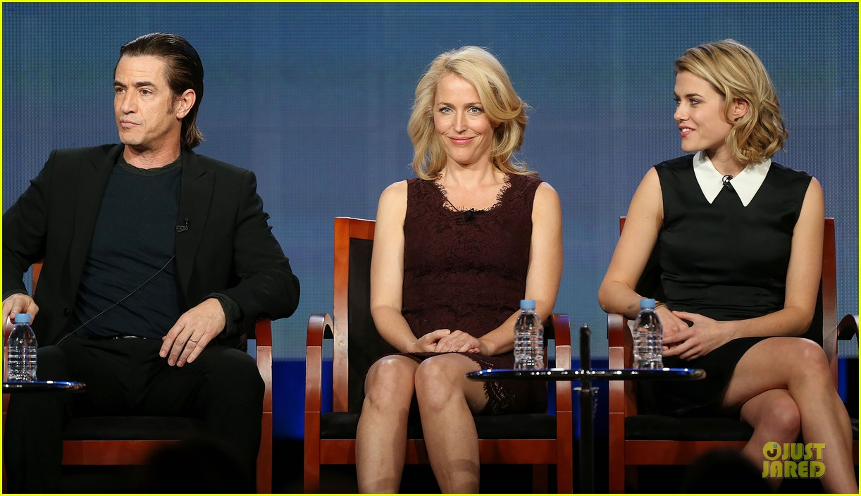 sarah paulson gillian anderson producers guild awards 2014 063035935