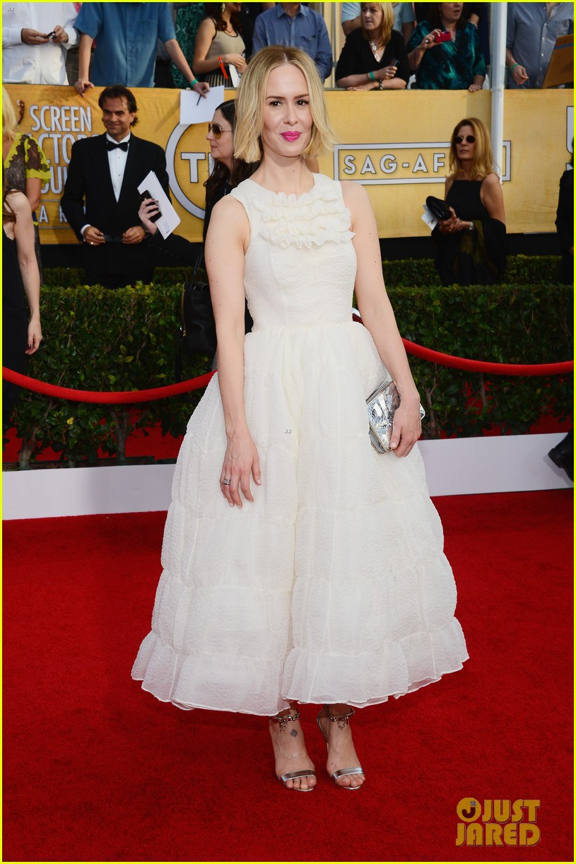 sarah paulson paul dano sag awards 2014 red carpet 01