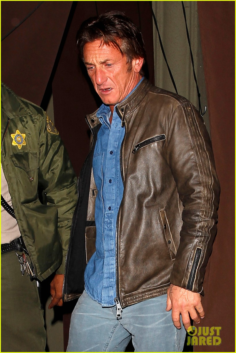 sean penn gets police escort out of solo dinner 043024472