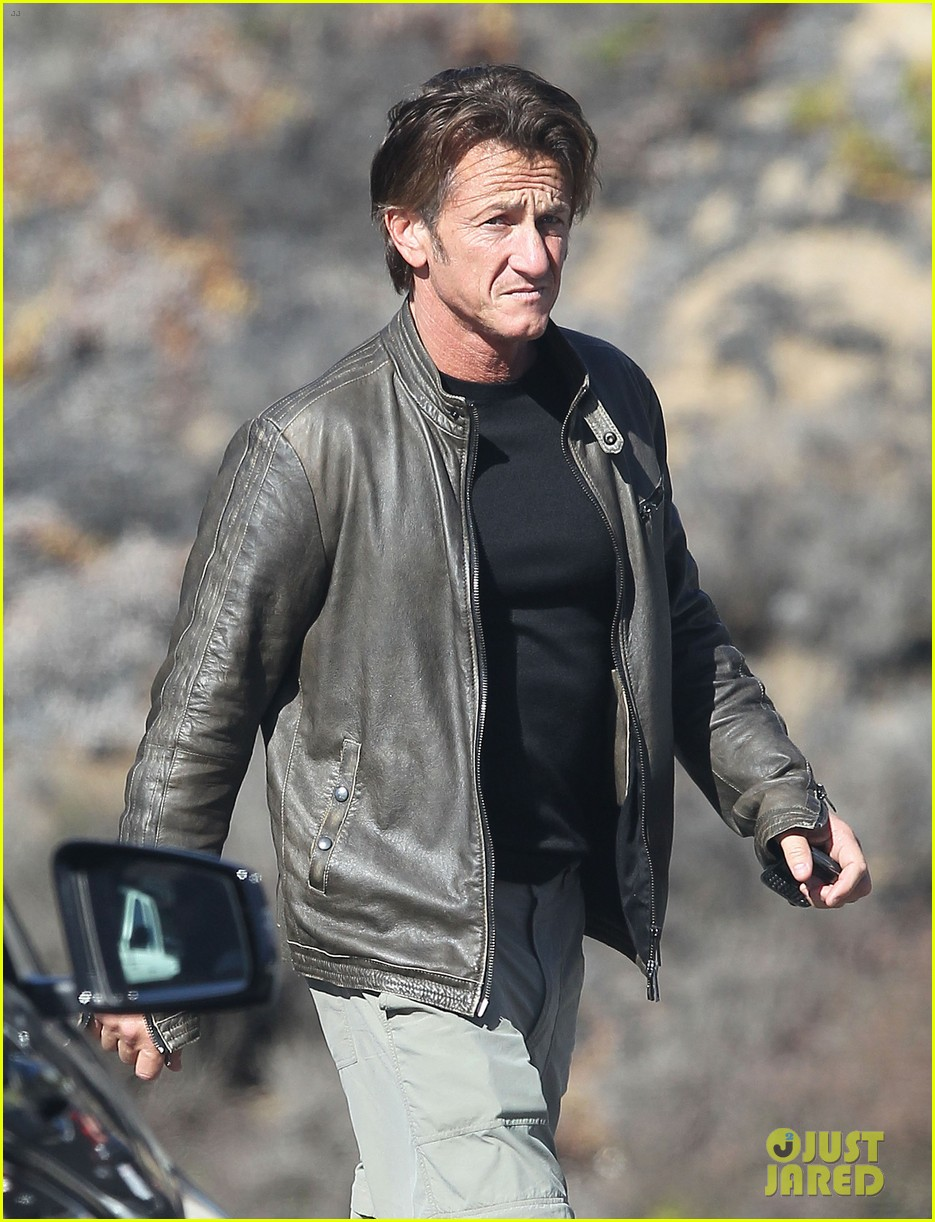 sean penn steps out after hawaii trip with charlize theron 043021672