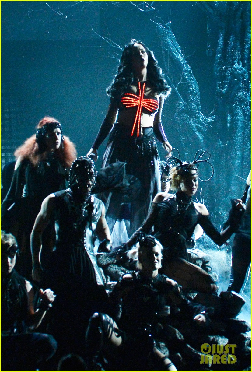katy perry performs dark horse at grammys 2014 video 01