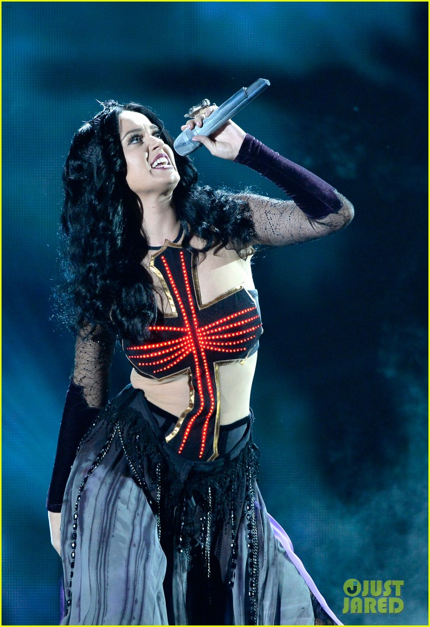 katy perry performs dark horse at grammys 2014 video 02
