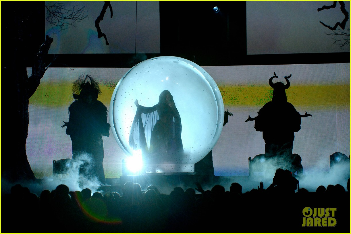 katy perry performs dark horse at grammys 2014 video 14