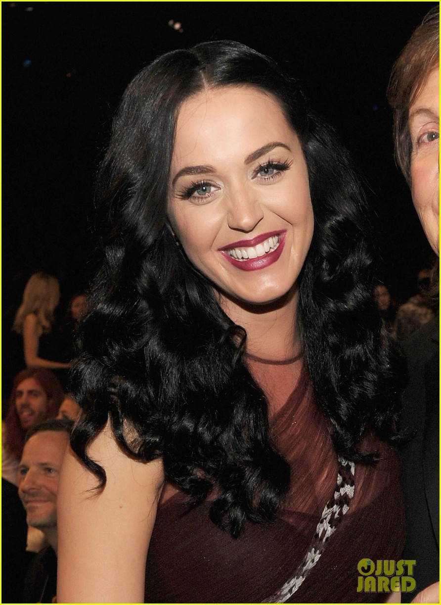 katy perry changes into maroon dress for third grammys look 023041610
