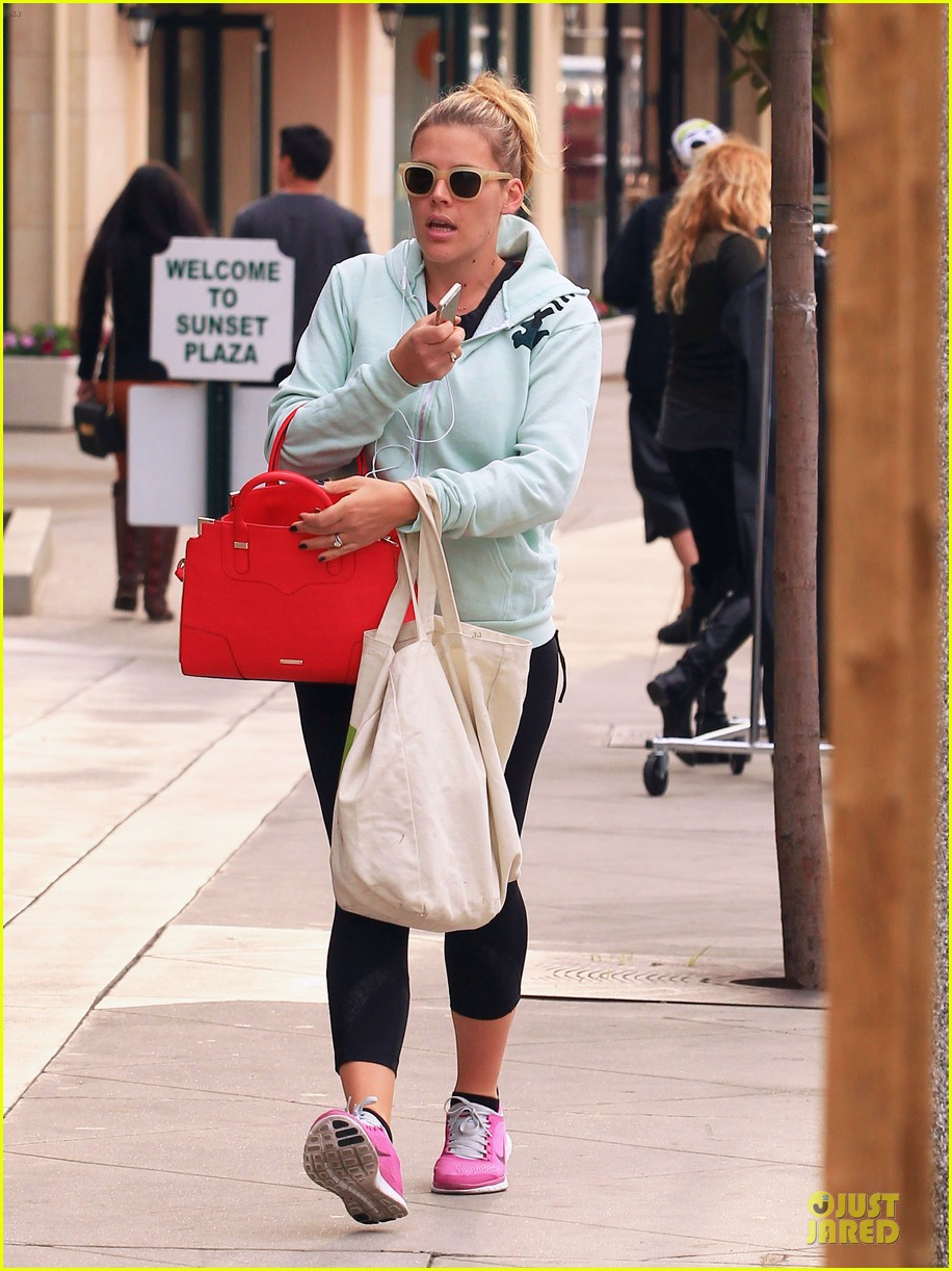 busy philipps my day is ruined after seeing a dead dog 103042365