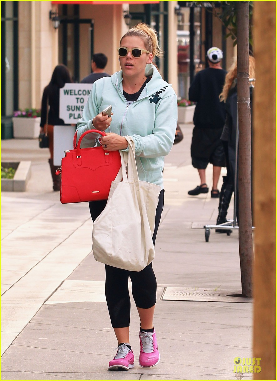 busy philipps my day is ruined after seeing a dead dog 11