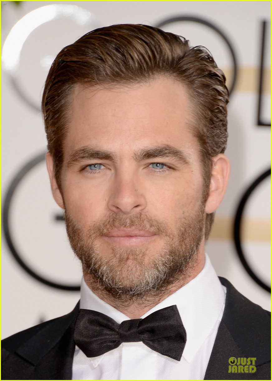 chris pine golden globes 2014 red carpet 06