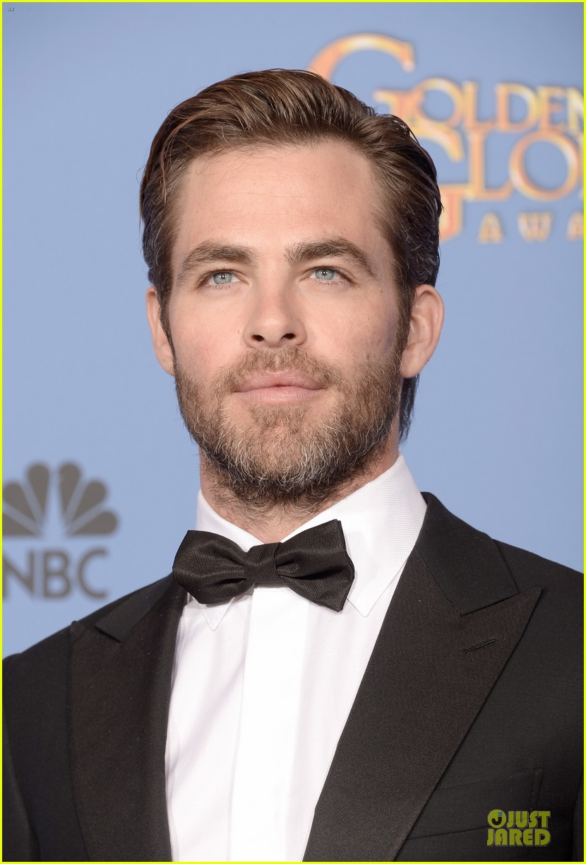 chris pine golden globes 2014 red carpet 10