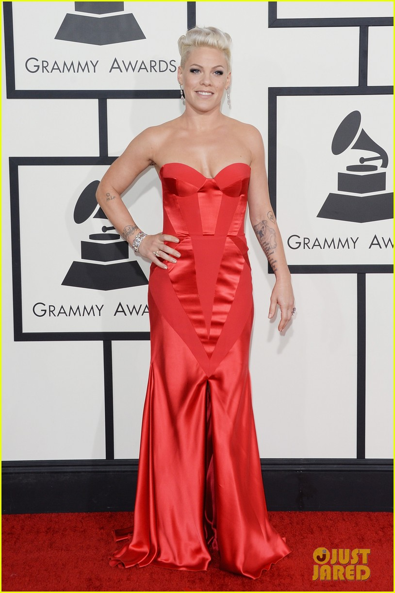 pink grammys 2014 red carpet with carey hart 03