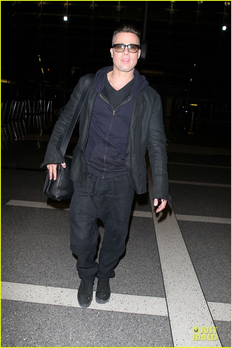 brad pitt lax departure after producers guild awards 053036196
