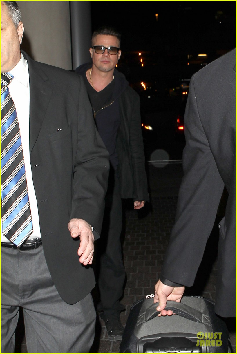 brad pitt lax departure after producers guild awards 10