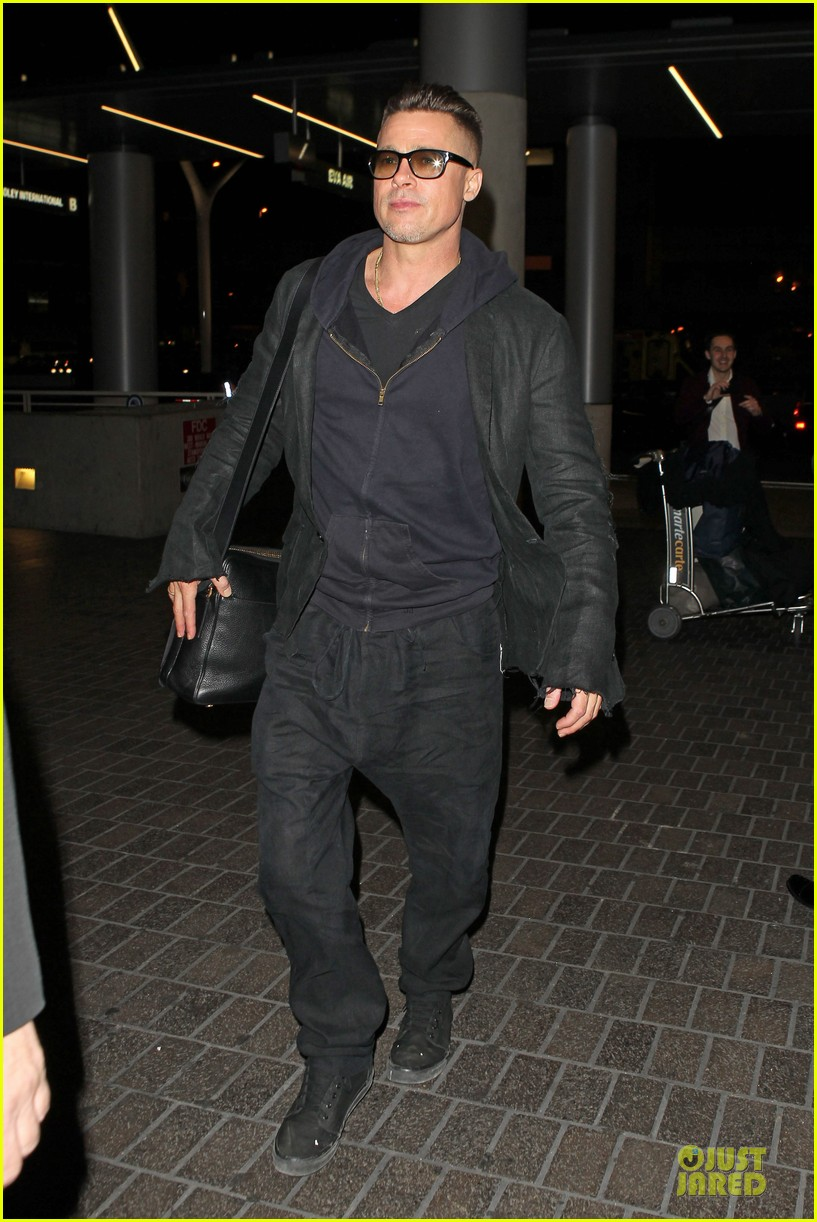 brad pitt lax departure after producers guild awards 17
