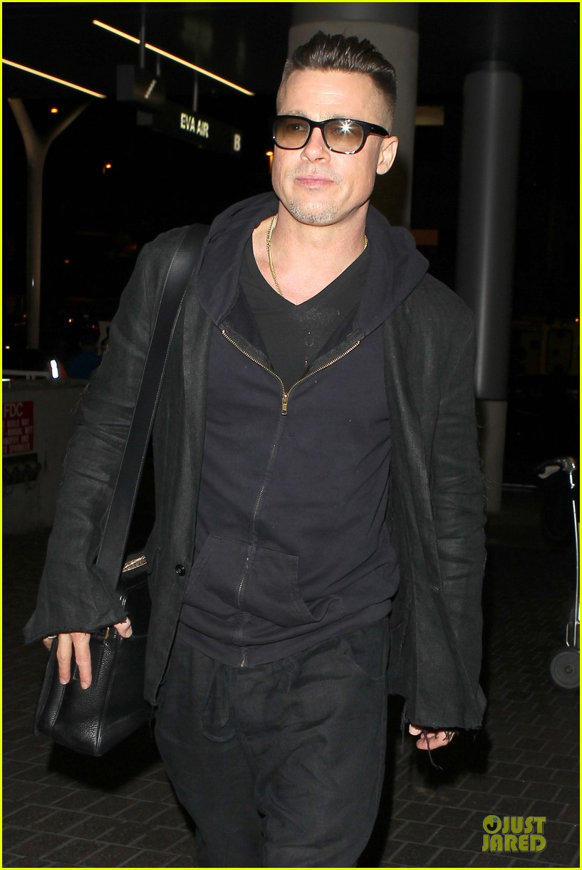 brad pitt lax departure after producers guild awards 18