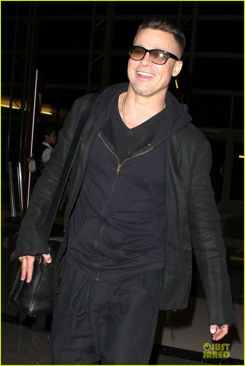 brad pitt lax departure after producers guild awards 24