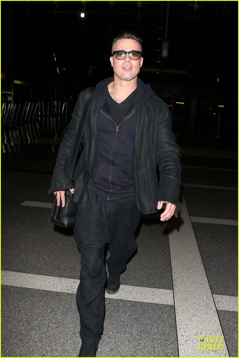 brad pitt lax departure after producers guild awards 273036218