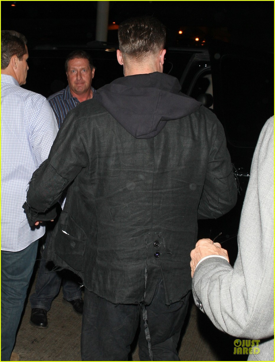 brad pitt lax arrival after angelina jolie difret news 263034062