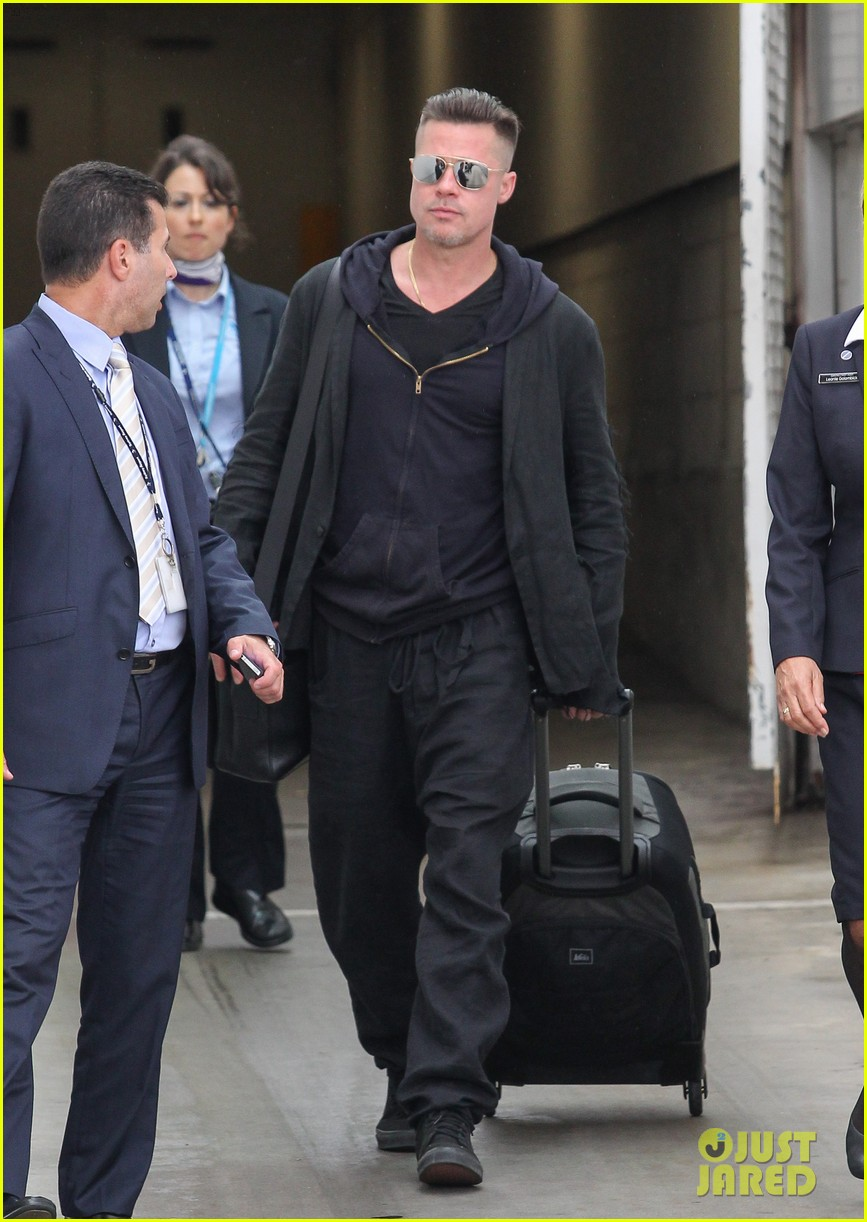 brad pitt touches down in sydney after awards weekend 01