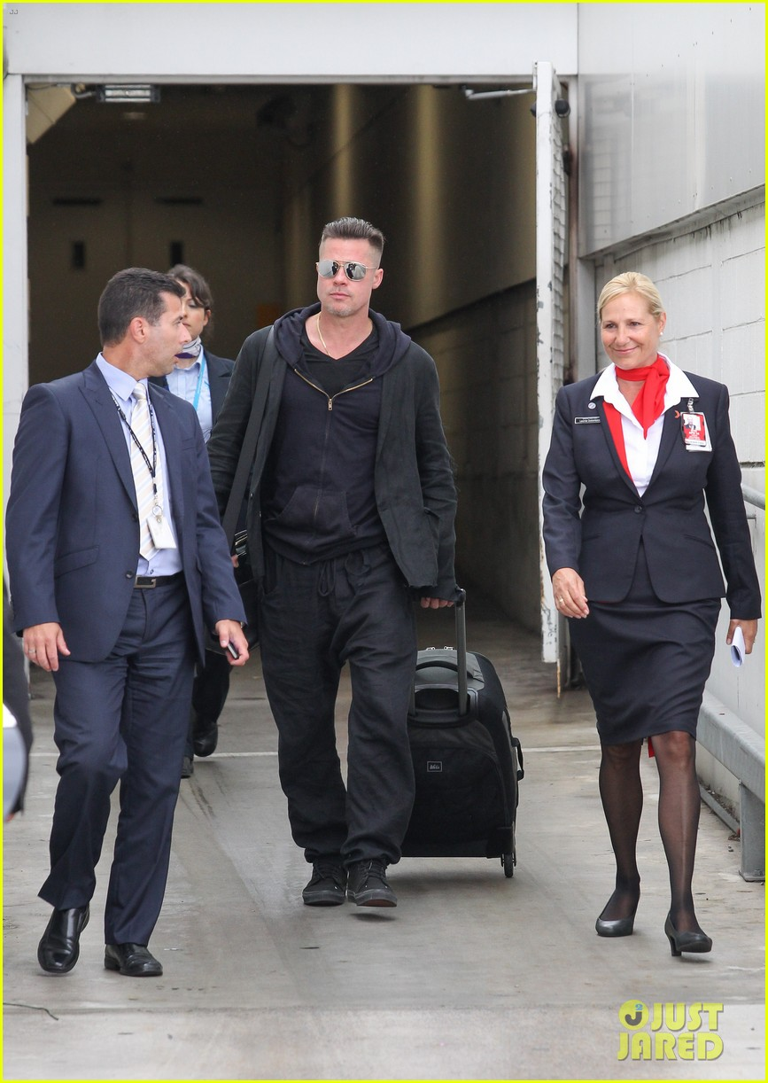 brad pitt touches down in sydney after awards weekend 053036653
