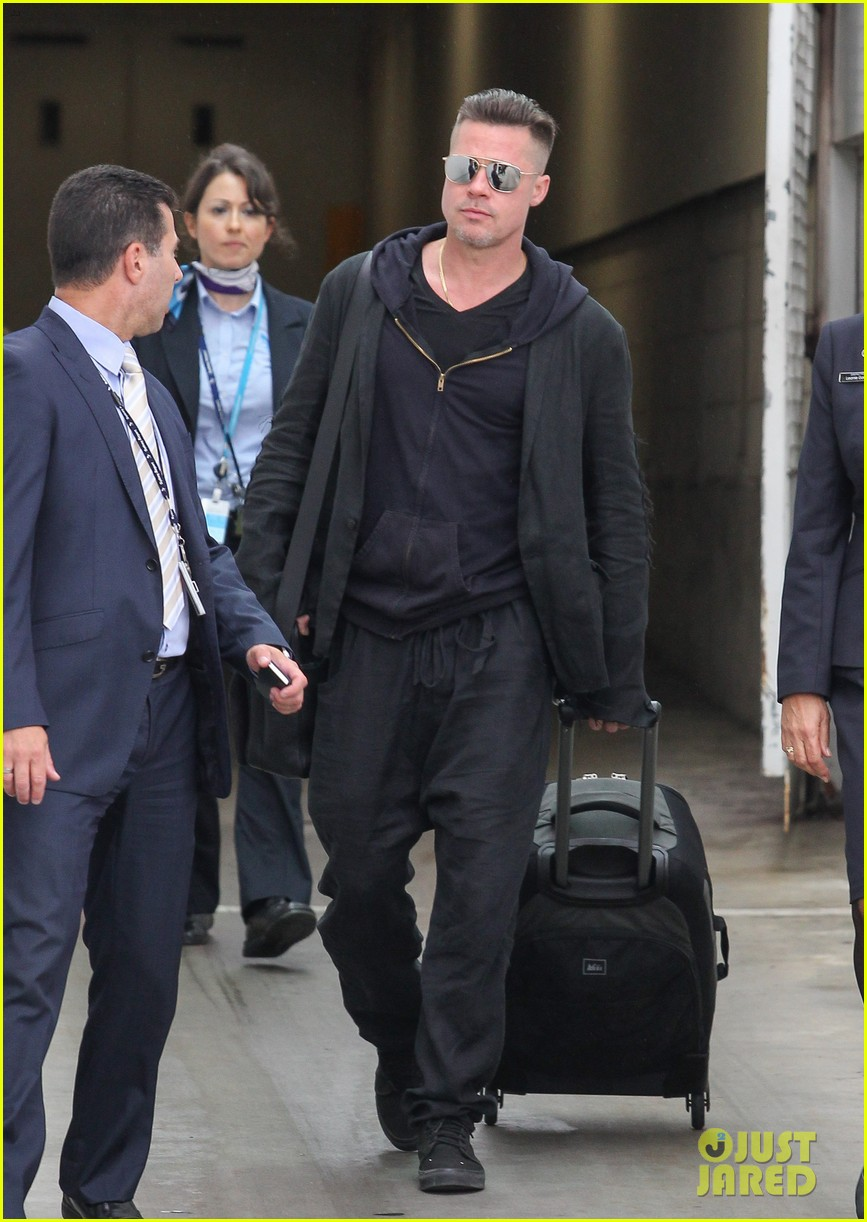 brad pitt touches down in sydney after awards weekend 06